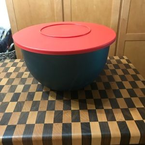 TUPPERWARE BOWL GREEN/RED